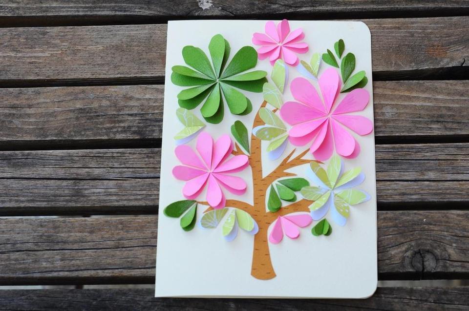 Открытка с цветами из цветной бумаги и картона
