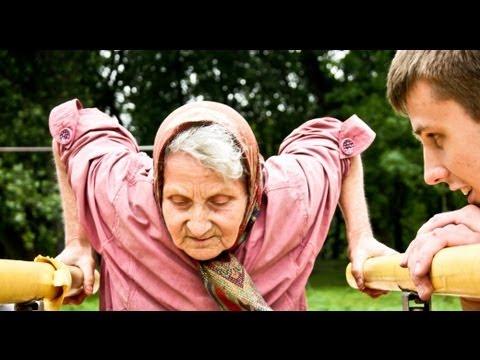 72-летняя бабушка пришла на спортивную площадку. Дальше началось невероятное…