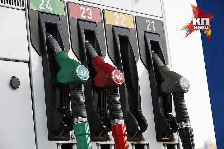 Нефтяные компании предложили правительству увеличить стоимость бензина на 5 рублей за литр с нового года