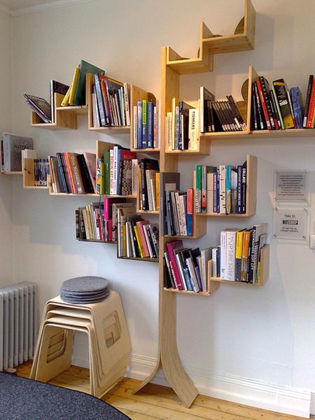 Книжные стеллажи из дерева