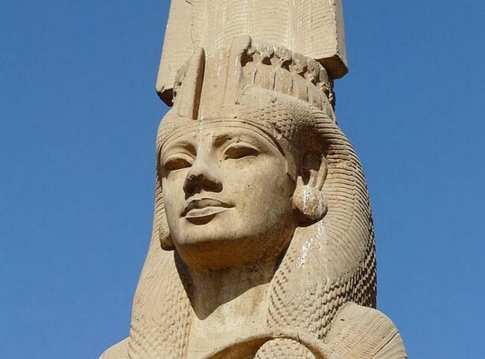 Статуя Меритамон и другие уникальные постройки Древнего Египта.