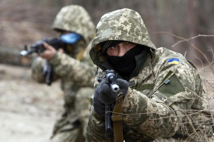 Каратели нелегально вывозят оружие из зоны силовой операции в Донбассе