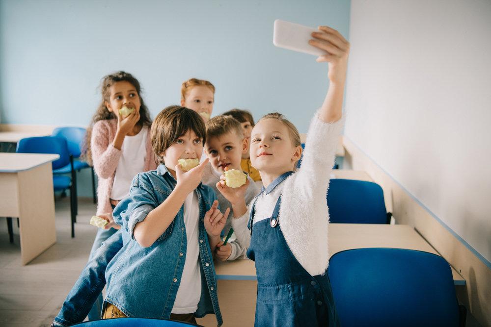 Нужно ли запретить мобильные телефоны в российских школах?