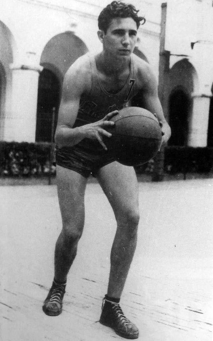 17-летний Фидель Кастро, играет в баскетбол в средней школе, 1943 дети, известность, история, фото