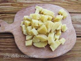 Немецкий картофельный салат с соленым огурцом: Картошку порезать