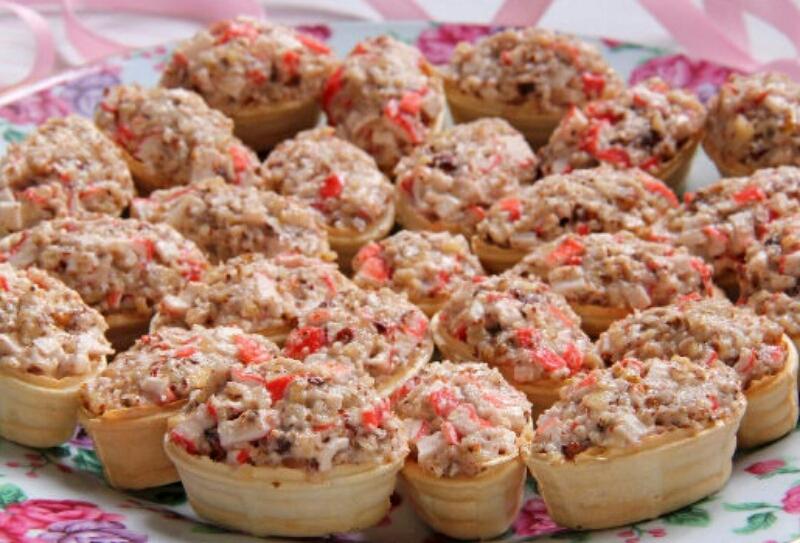 Потрясающая крабово-ореховая закуска в тарталетках на праздничный стол