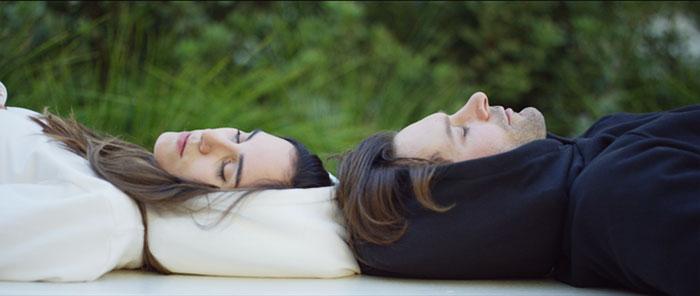 Надувной капюшон: изобретение, позволяющее уснуть в любом месте в любом положении