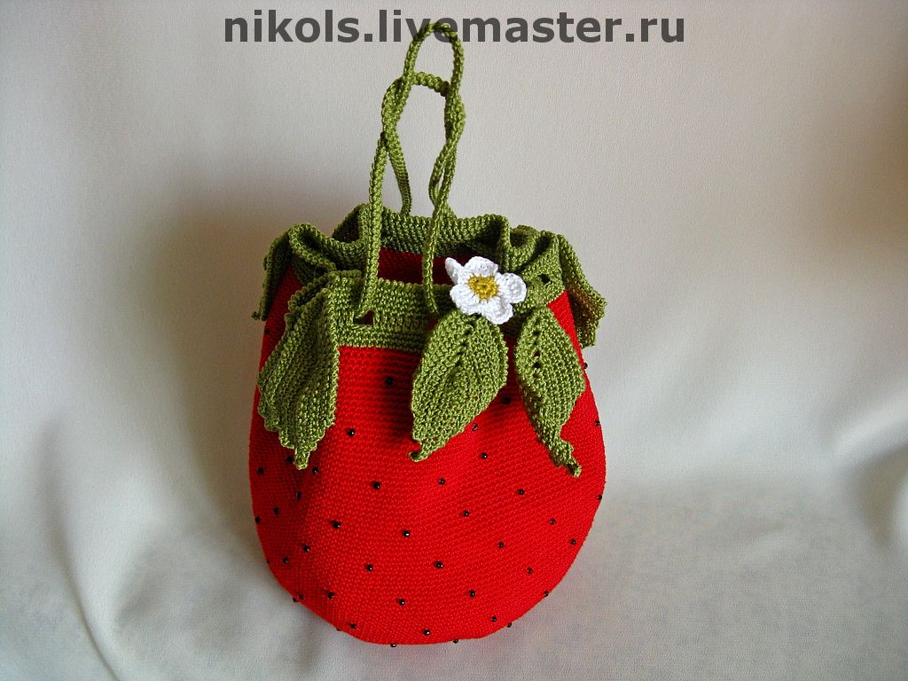 http://cs2.livemaster.ru/foto/large/8f43916582-sumki-aksessuary-sumochka-detskaya-yagodka-n1079.jpg