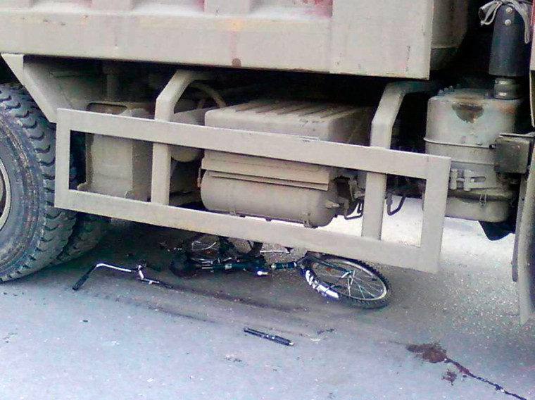 3. Двух близнецов сбил грузовик люди, совпадение
