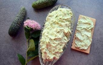 Зеленая творожная паста с огурцом