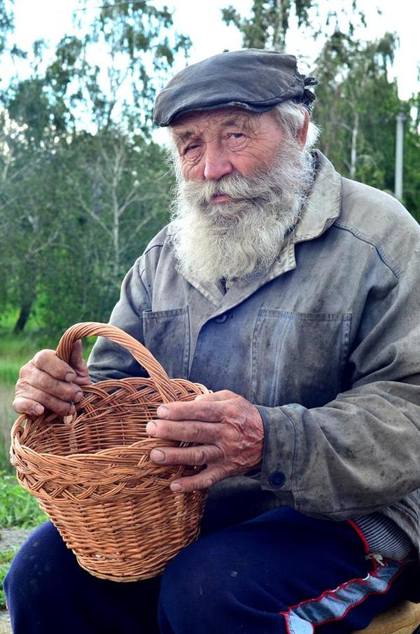 Былинный дедок стоит на трассе под Челябинском и продает плетеные корзины Челябинск, ремесло, умение, старики, длиннопост