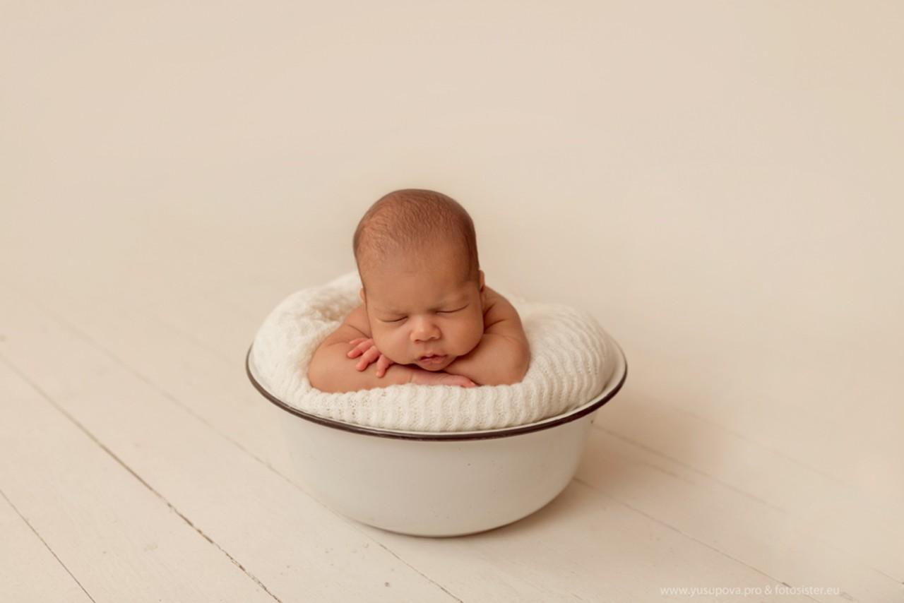 Фото ребенок в тазе