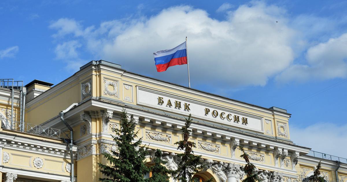 ЦБ приостановил закупку валюты в преддверии санкций