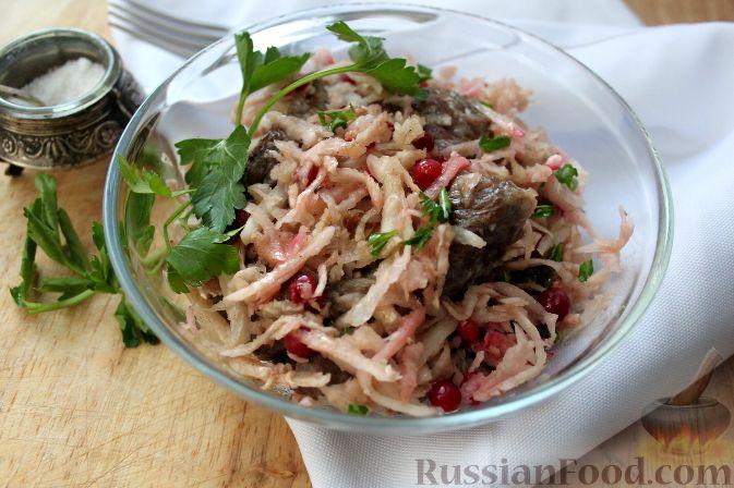 Летний салат из говядины и черной редьки