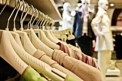 Почему в Испании задумались о плате за примерку одежды