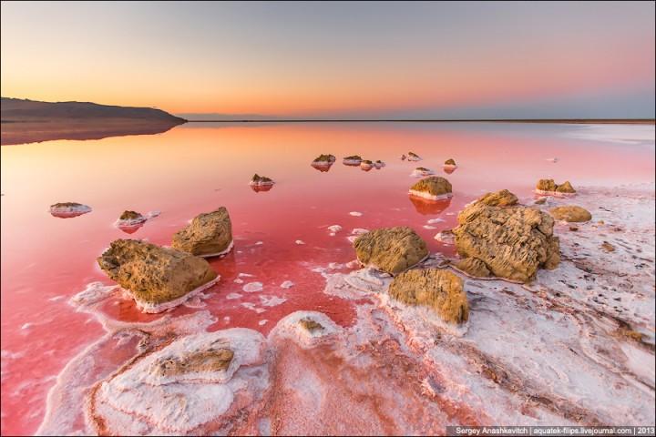 Краски Крыма: Кояшское соленое озеро розового цвета