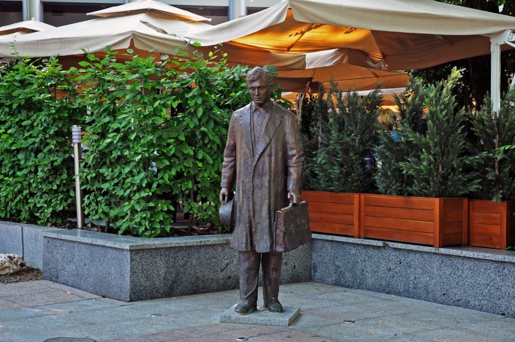 Памятник страховому агенту, Донецк интересное, памятники