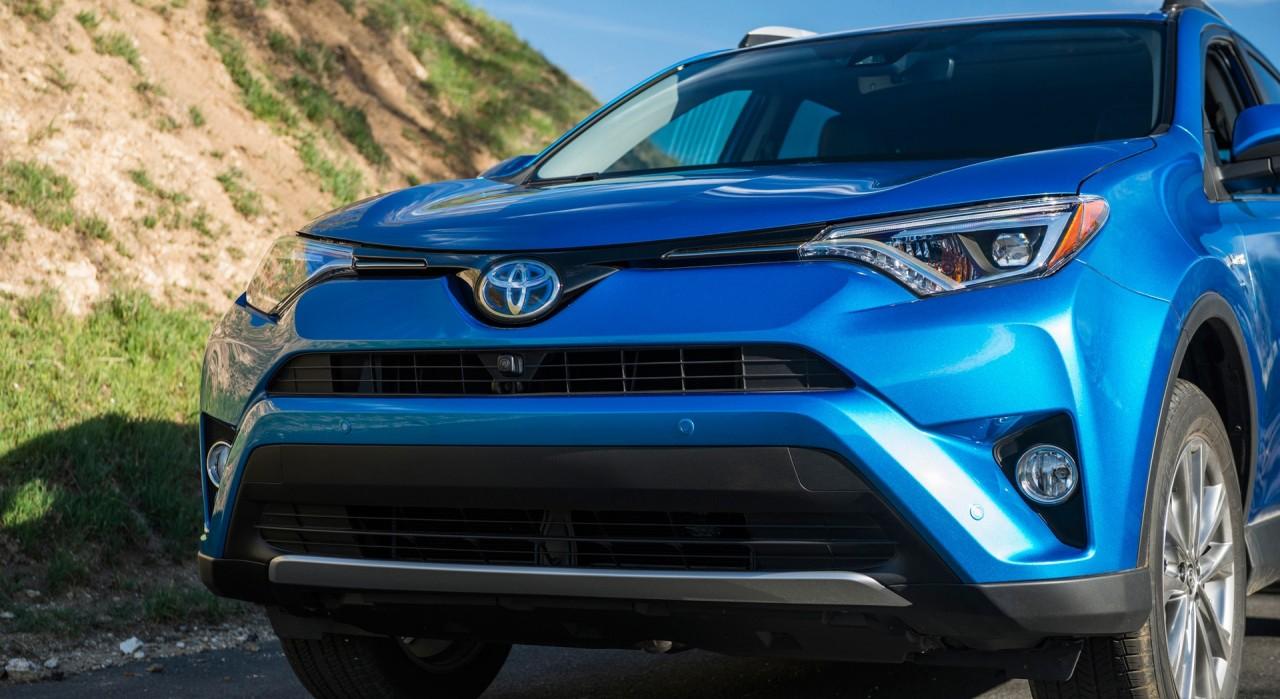 Toyota RAV4: новые комплектации и цены