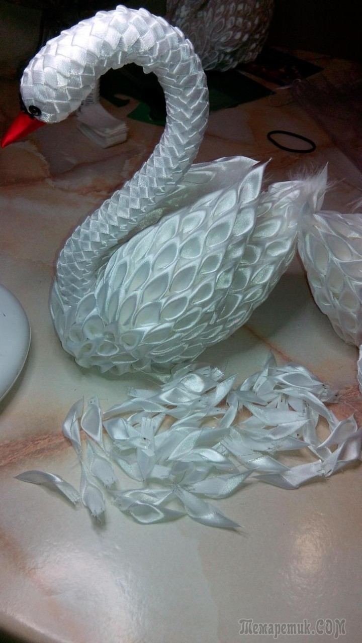 Лебёдушки... шикарные птицы из атласных лент