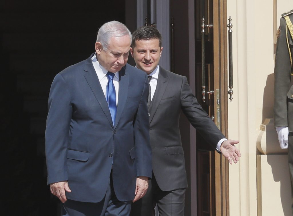 Визит со странностями. Нетаньяху в Киеве
