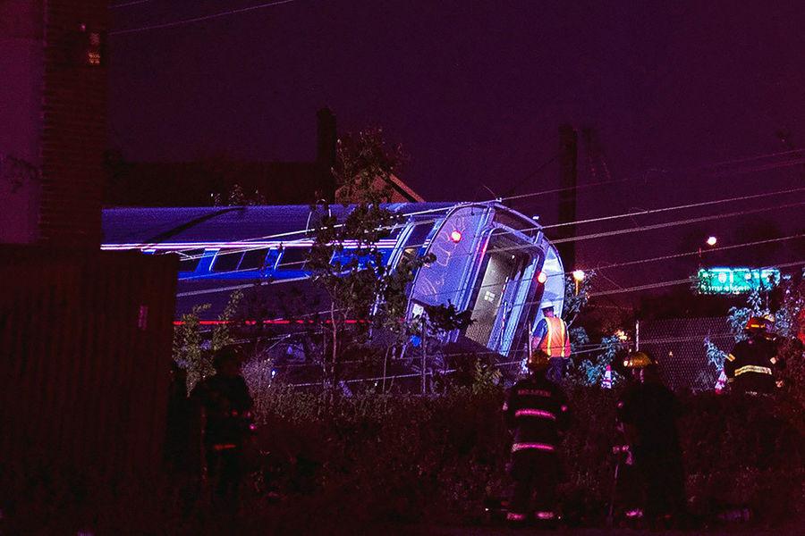 Поезд, сошедший с рельсов в Филадельфии, превысил скорость в два раза
