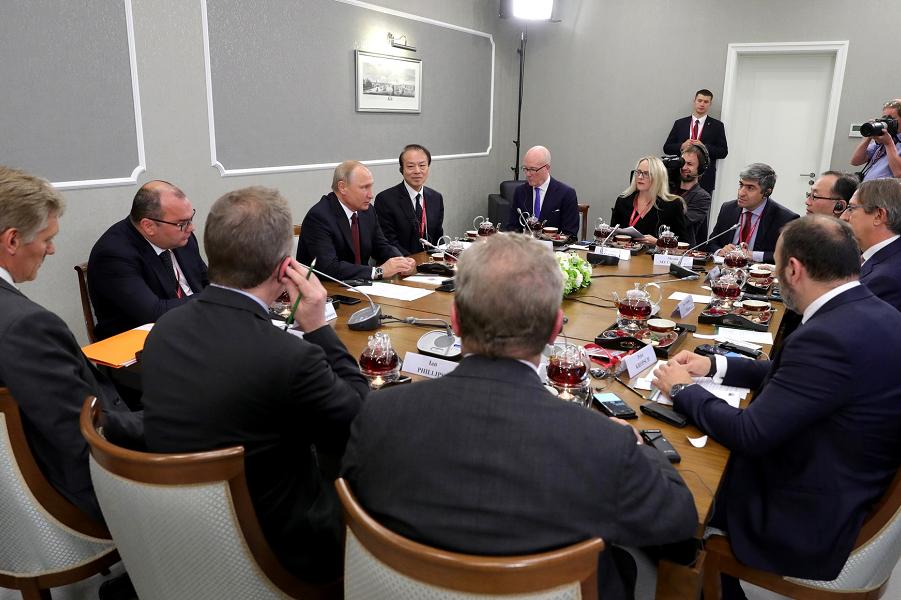 Путин не пойдет на третий срок. Строго пообещал