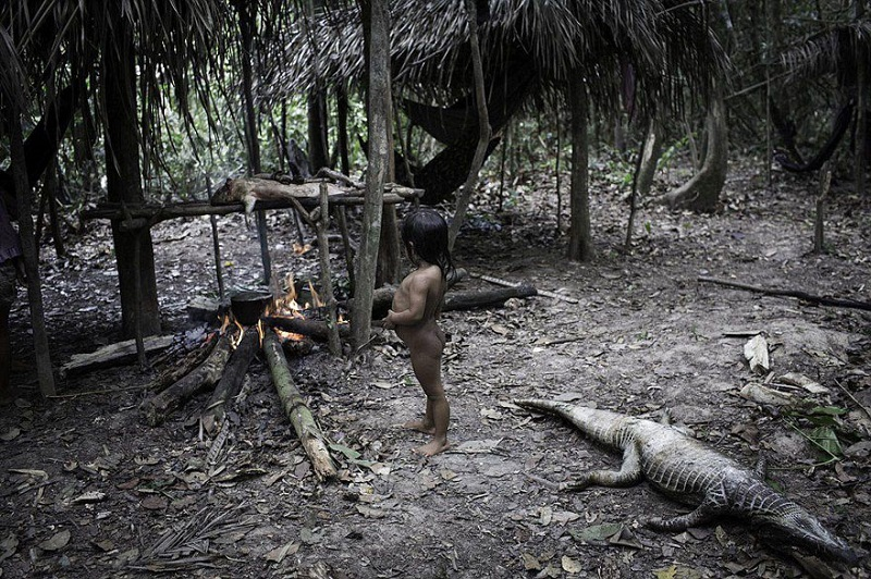 Древняя традиция этого амазонского племени повергает в шок окружающих. У меня волосы встали дыбом...