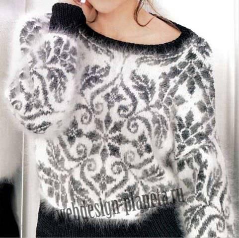 Пушистый пуловер спицами с жаккардовым узором