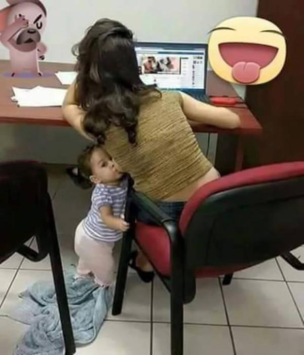 Иногда детям самим приходится искать еду дети, мама, папа, прикол, юмор