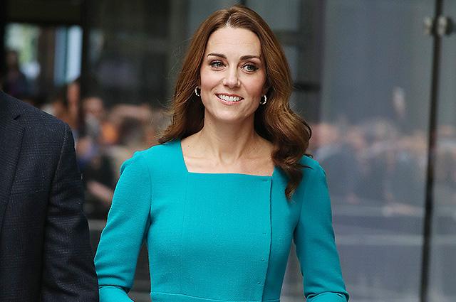 Кейт Миддлтон в ярком платье и принц Уильям посетили офис BBC в Лондоне