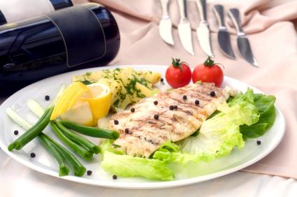 Застольный этикет: как правильно кушать различные блюда