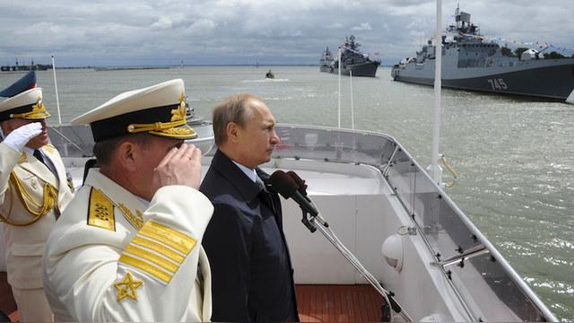 Newsweek: Своим «плавучим музеем» России НАТО не запугать