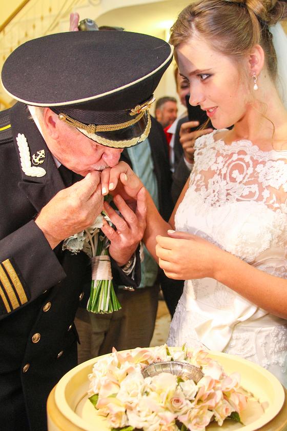 Замуж за старика. Иван Краско женился на 24-летней студентке