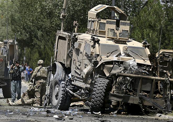 Автоколонну НАТО подорвали в центре Кабула
