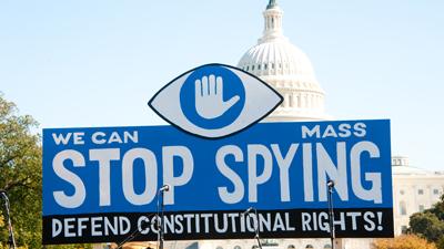 Сноуден: спецслужбы США анал…