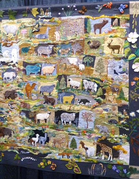 Валяный зоопарк на одеяле