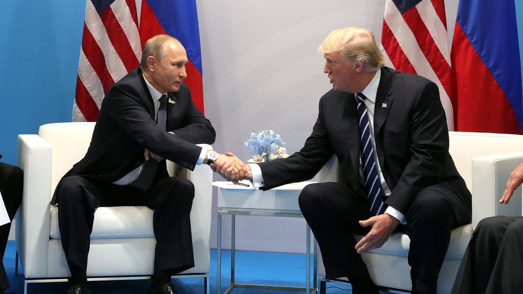 Трамп подошел к Путину на са…