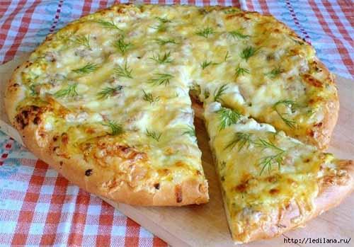 Открытый пирог с творогом и зеленью