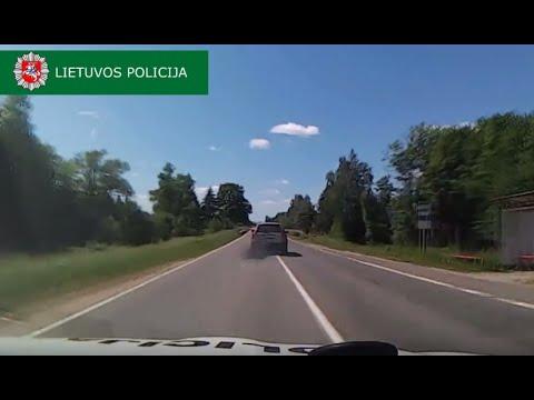 В Литве автомобиль с 12 нелегальными иммигрантами попытался уйти от погони с помощью дымовой завесы