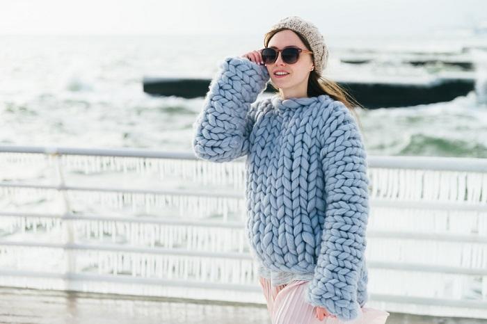 модные свитера спицами схемы