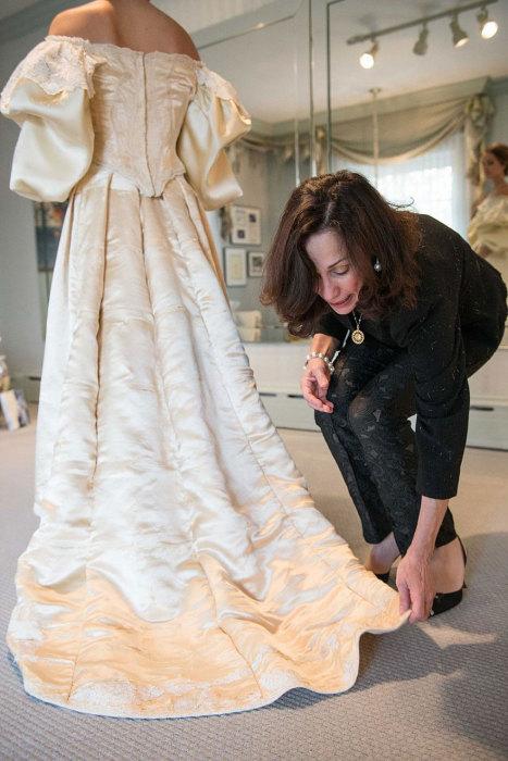 Уже больше века в этом свадебном платье выходят замуж женщины одного рода.