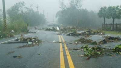 Из-за тайфуна «Дуджуан» в Яп…