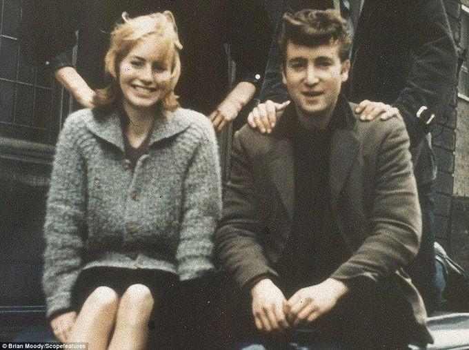 17-летний Джон Леннон с его тогдашней подругой и будущей женой Синтией, 1957 дети, известность, история, фото