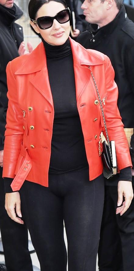 Моника Белуччи блеснула в Париже шикарными формами и отсутствием нижнего белья