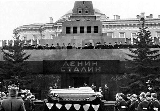 Вынос тела Сталина из Мавзол…