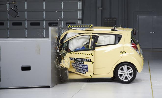 8 самых страшных краш-тестов которые изменили современный автомобиль