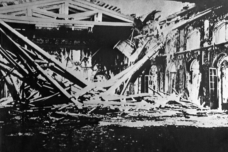 ID: 10624590 Описание: Советский Союз. Ленинград. Вид на разрушенный бомбами Екатерининский дворец, 1945 год. Фотохроника ТАСС