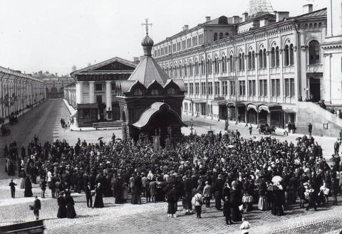 Булла К. К., На Невском проспекте у здания Городской думы и Гостиного двора. 1898.