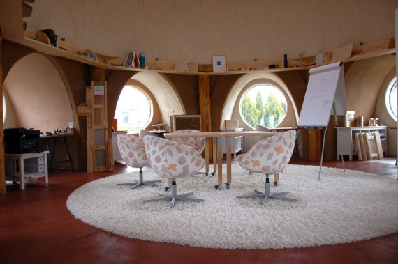 4 этапа строительства купольного дома из соломы на 64 м²
