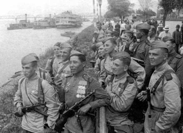 Трупами завалили?! Как наша разведгруппа из 25 человек разгромила 5-тысячный немецкий гарнизон